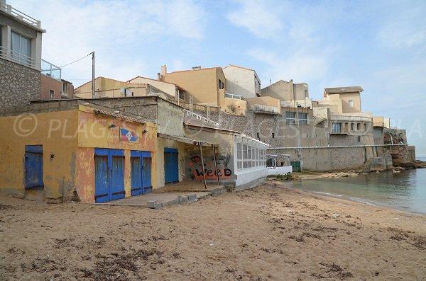 Plage des Phocéens avec restaurant à Marseille
