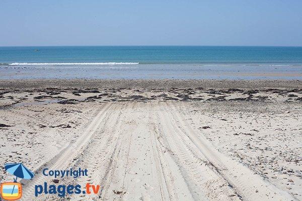 Baignade sur la plage de Bretteville sur Ay - Pilet