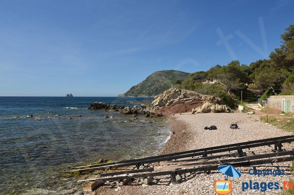 Beach in La Seyne sur Mer with two brothers rocks view