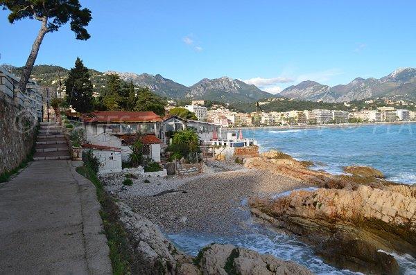 Plage le long de la promenade du Cap Martin à Roquebrune