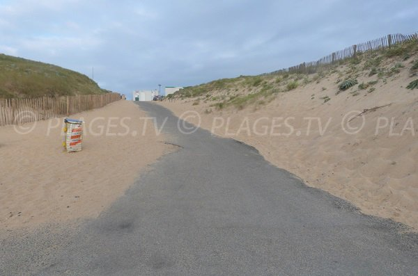 Access to lifeguard station of Capbreton Piste beach - Landes