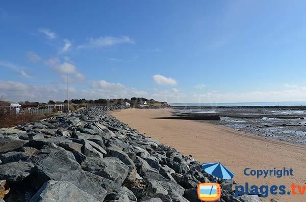 Digue le long de la plage de Platère - Angoulins