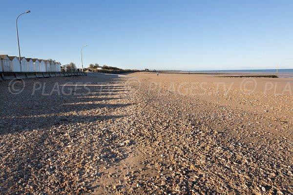 Photo de la plage de la Cale de Platon de Bernières en direction de Courseulles sur Mer