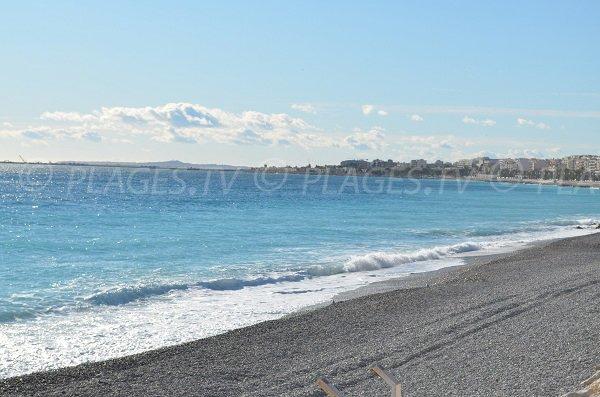 Vue sur Nice Ouest depuis la plage Poincaré