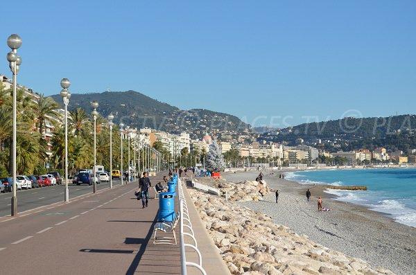 Promenade des Anglais di fronte alla spiaggia di Poincaré
