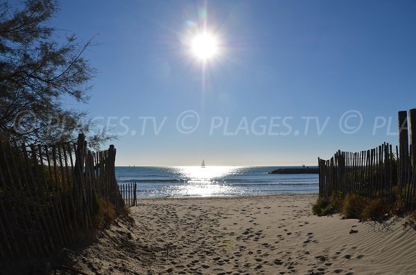 Access to the point zéro beach in La Grande Motte