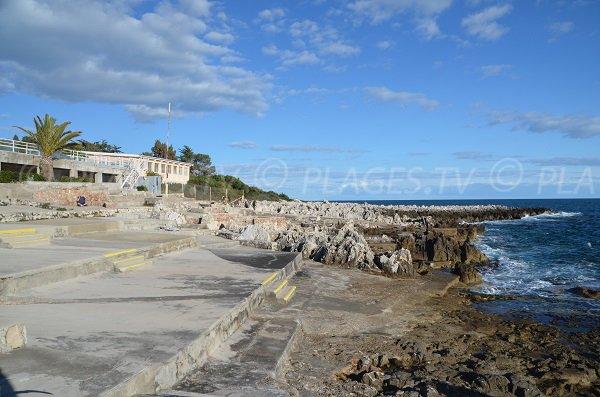 Plage sur la promenade du Corbusier à Roquebrune Cap Martin