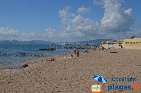 Plage de sable à la Pointe Croisette - Cannes