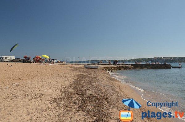 Ponton sur la plage de Palm Beach - Cannes