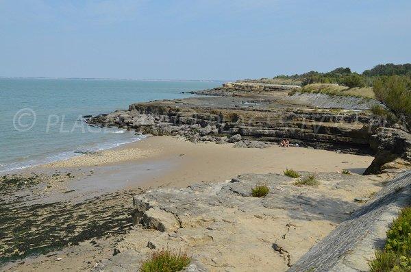 Sable et rochers sur la pointe du Parc