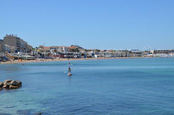 Vue générale de la plage de la Pointe Rouge à Marseille