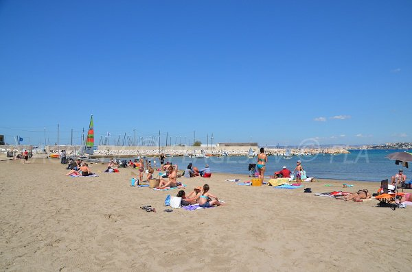 Beach in sailing club in Marseille - Pointe Rouge