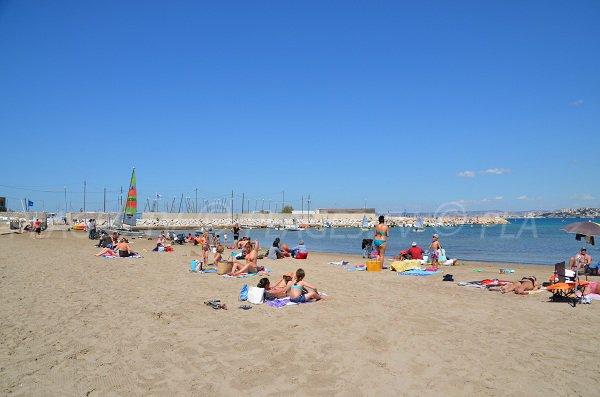 Plage et club de voile de la Pointe Rouge à Marseille