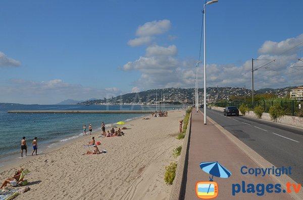Grande plage à l'ouest de Juan les Pins