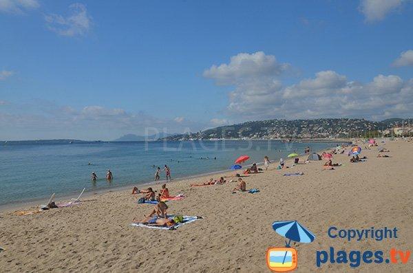 Public beach in Juan les Pins - Pont du Lys