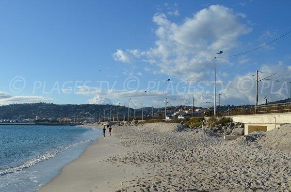 Accès à la plage du pont du Lys à Juan les Pins