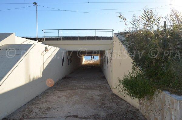 Tunnel pour accéder à la plage du Pont de Lys à Juan les Pins