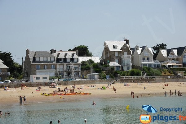 Lifeguarded beach of Pont in Rothéneuf - brittany