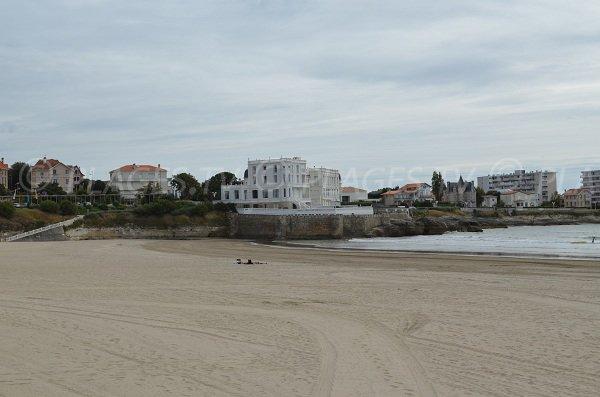 Grande plage de sable sur l'esplanade Pontaillac de Royan