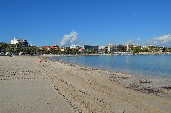 Plage de sable blanc à Antibes