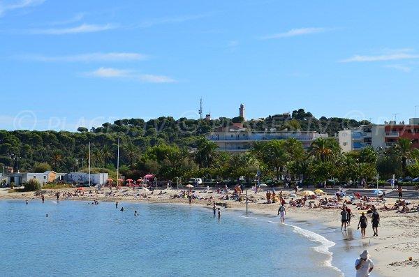 Plage de sable du Ponteil à Antibes