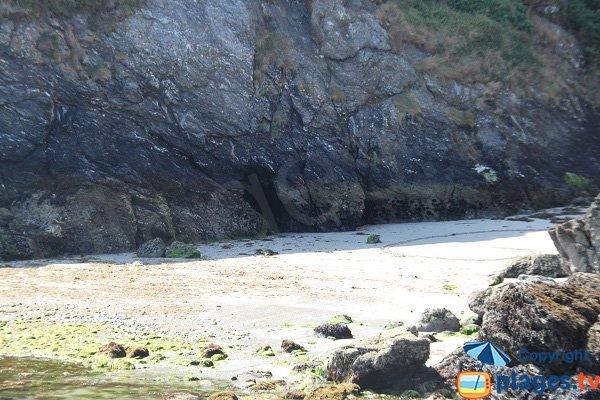 Cliffs around Porh Ized cove - Sauzon
