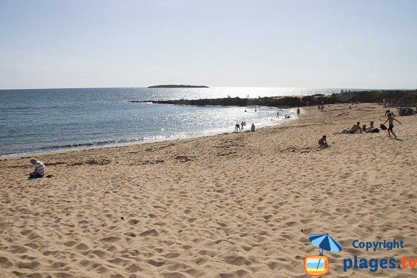 Porh Lineneu beach in Erdeven