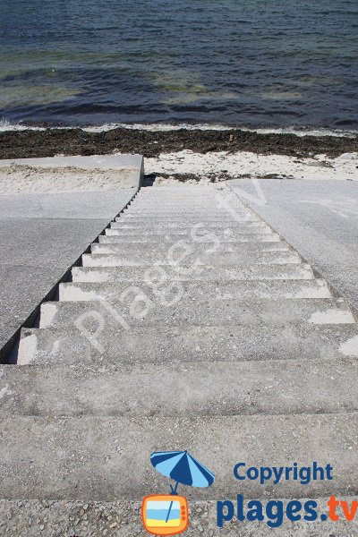 Stairs of Porh Puns beach in Gavres