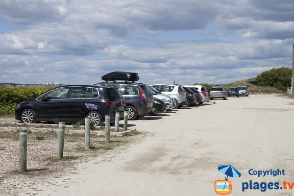 Parking of Port Puns beach in Gavres