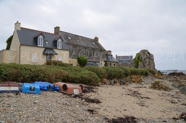 Maisons sur la plage de Pors Hir à Plougrescant