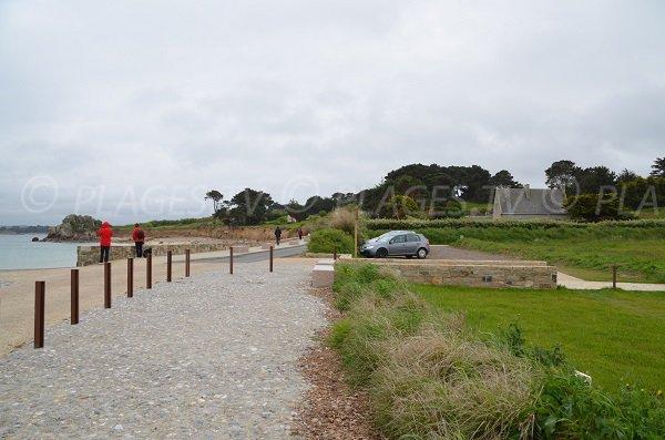 Parking de la plage de Pors Hir à Plougrescant