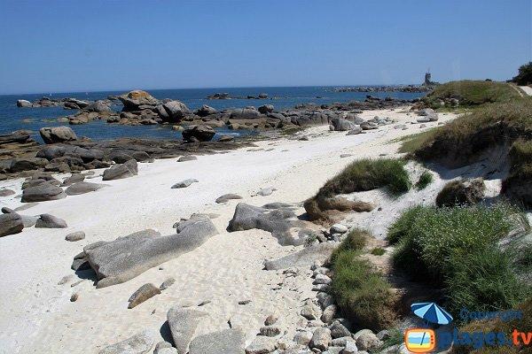 Rochers sur la plage de Pors Pol à Brignogan-Plage