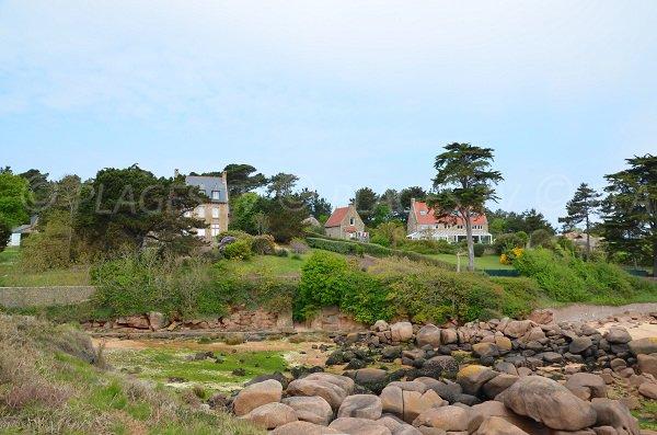 Homes around Pors Rolland beach in Ploumanach