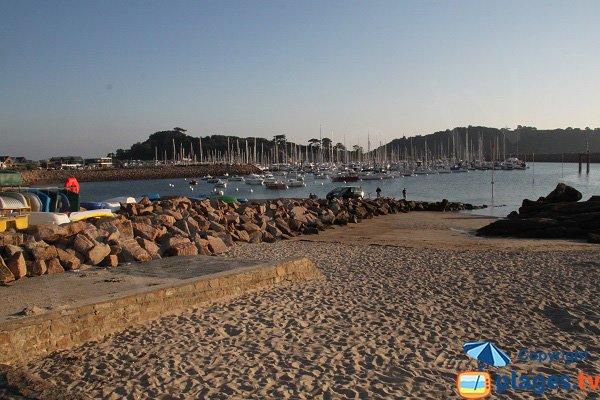 Port de Trébeurden vue depuis la plage de Porz Termen