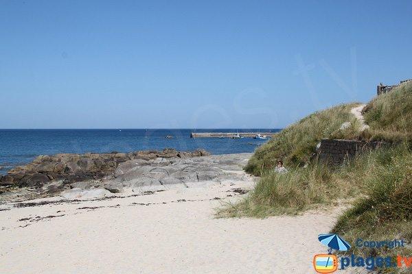 Vue sur le port de Porsgwen depuis la plage - Plouescat