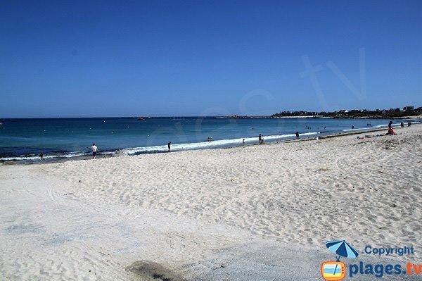 Cale de mise à l'eau sur la plage de Porsmeur à Plouescat