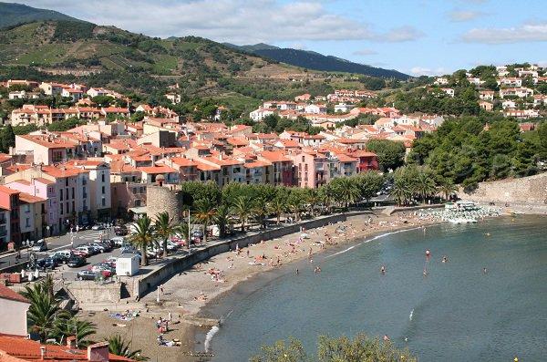 Vue générale de la plage de Port d'Avall de Collioure