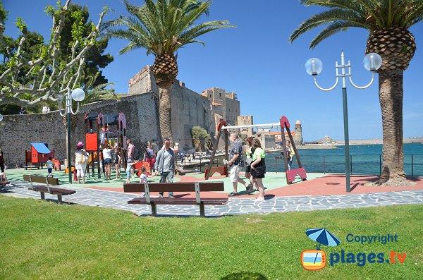 Aire de jeux pour les enfants sur la plage de Collioure