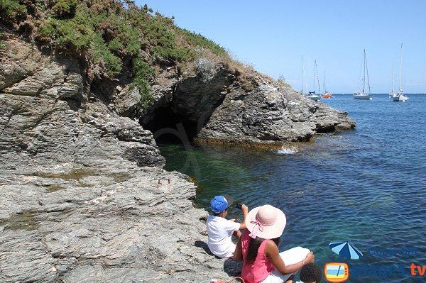 Grotte à proximité de la crique de Port-Belloc à Sauzon