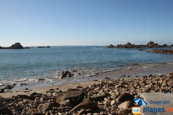 Sable sur la plage de Port Blanc à Plougasnou