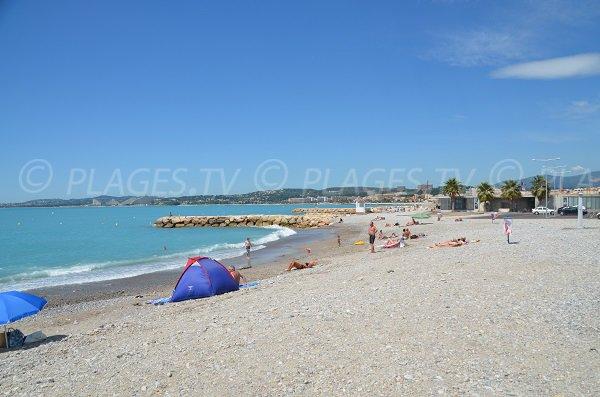 Beach between Cagnes sur Mer and St Laurent du Var