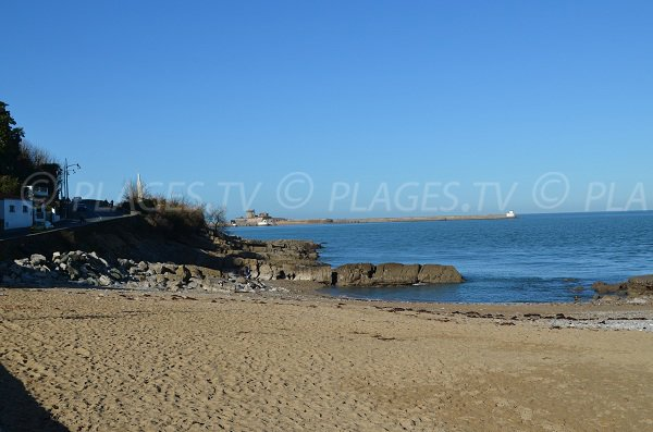 Ciottoli e rocce sulla spiaggia del Porto di Ciboure