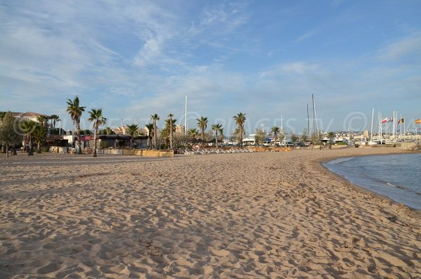 Private beach next the Port of Fréjus