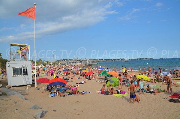 Poste de secours sur la plage de Port Fréjus