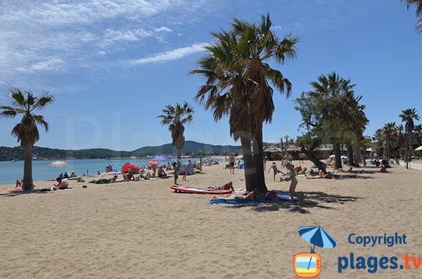 Spiaggia di Port Grimaud e vista suo golfo di St Tropez