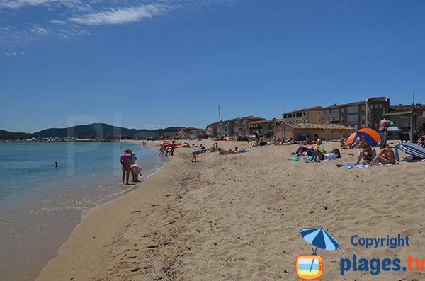 Vue sur le port depuis la plage principale de Port Grimaud