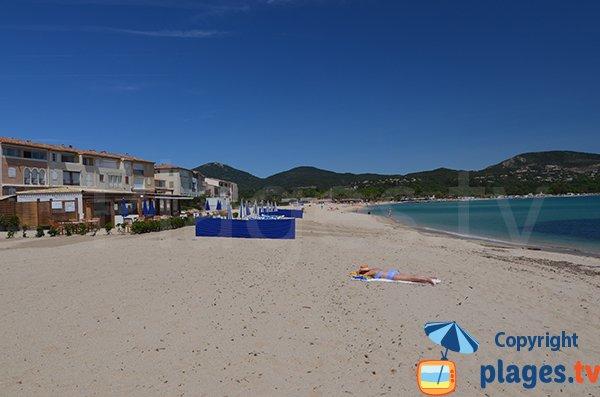 Grande plage de sable de Port Grimaud