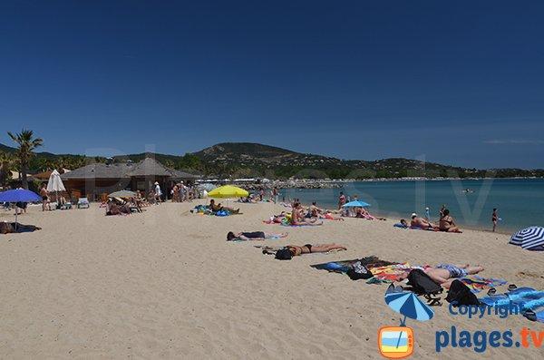Photo de la plage dans le centre de Port Grimaud