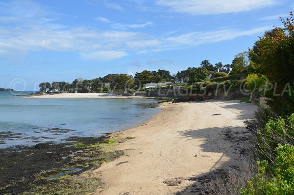 Beach of the Port overlooking the mouth of Crac'h - La Trinité sur Mer