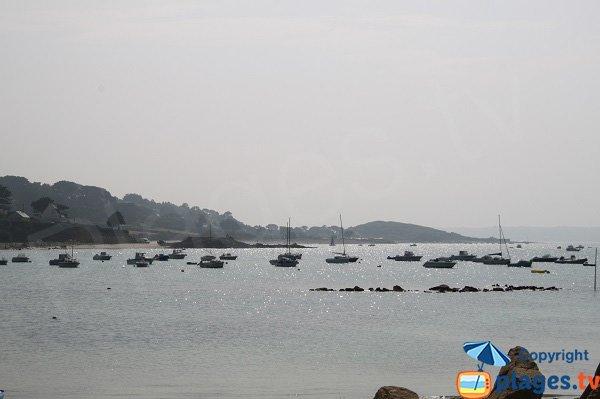 Vue la baie de la plage de Port Le Goff